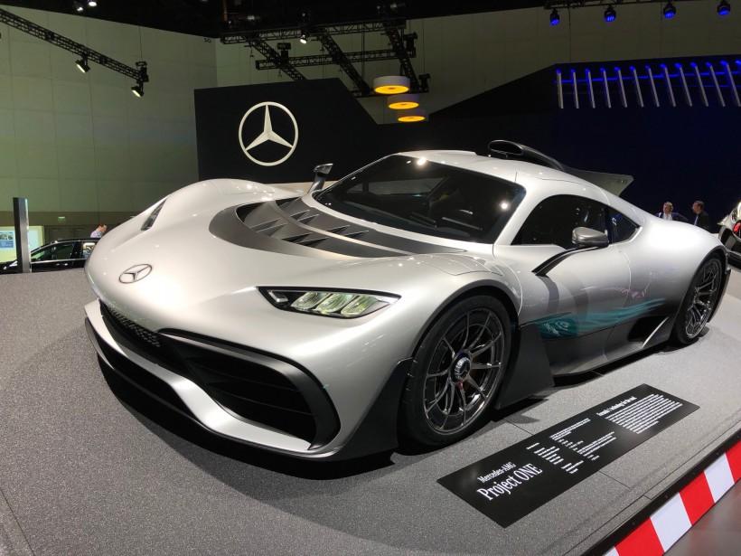 L'hybride super-rapide, super-exotique, super-high-tech et super-chère AMG-Mercedes Project One n'est pas une nouveauté, ayant déjà été présentée au Salon de Francfort et à celui de Tokyo. Mais c'est une des trop rares voitures ayant la capacité de faire rêver cette année au Salon de l'auto de Los Angeles, déplorent nos deux envoyés. (Alain McKenna)
