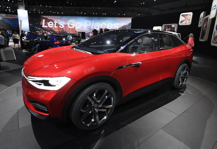Le prototype hybride I.D.Crozz fait partie de la stratégie d'électrification de Volkswagen. La version production est attendue en 2019 ou en 2020. (AFP)
