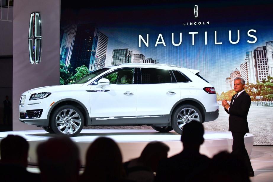 Le Lincoln Nautilus --anciennement nommé MKX-- a été présenté par Kumar Galhotra, le président de Lincoln. Le Salon de l'auto de Los Angeles 2017 est dominé par un déluge de nouveaux VUS. (Photo : AFP)
