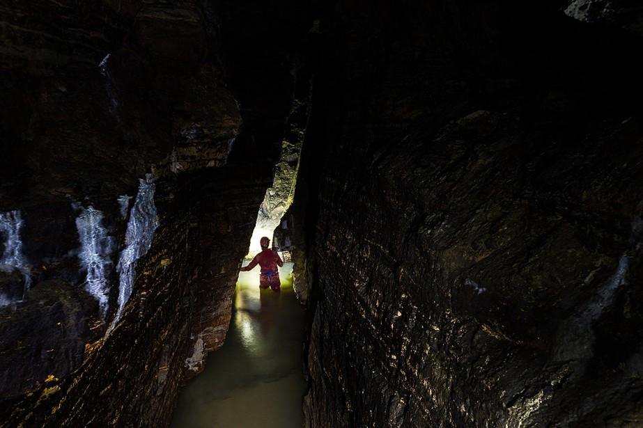 Le poids des glaciers, il y a plus de 15 000 ans, a provoqué une fracture du roc et créé la caverne Saint-Léonard. (Martin Tremblay, La Presse)
