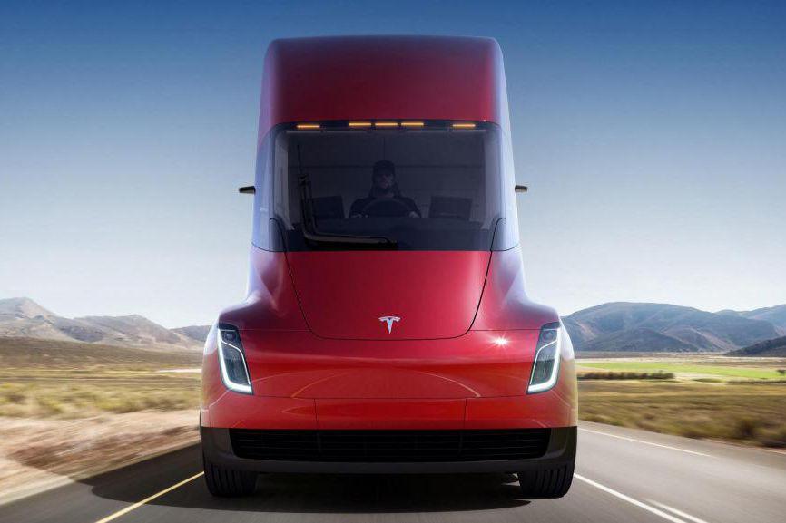 Le camion semi-remorque tout électrique de Tesla n'est que la pointe de l'iceberg technologique qui guette l'industrie du camionnage. (PHOTO FOURNIE PAR TESLA)