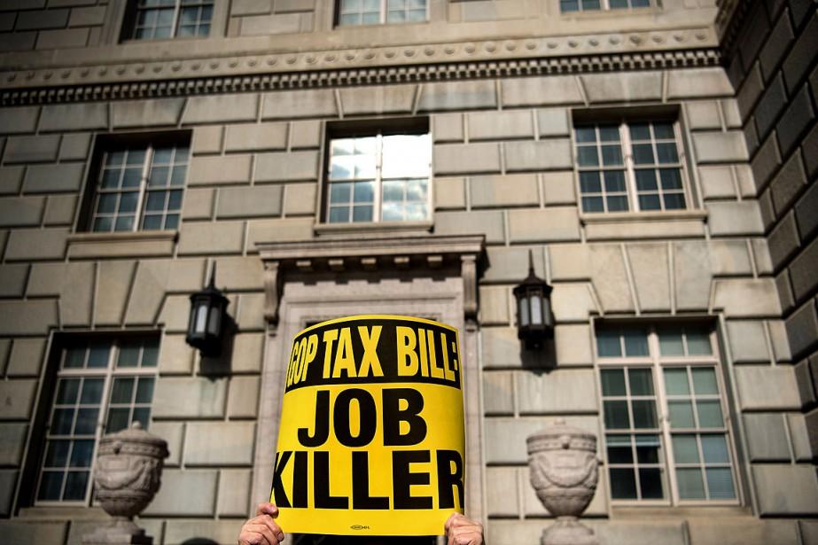 Un opposant à la réforme fiscale proposée par... (PHOTO BRENDAN SMIALOWSKI, ARCHIVES AGENCE FRANCE-PRESSE)