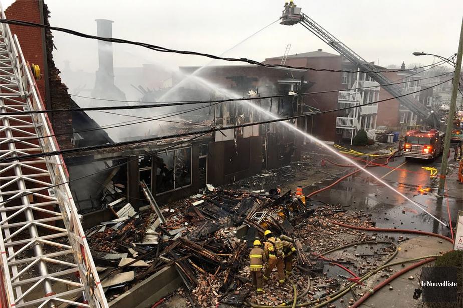 Voici ce qu'il reste de la bâtisse incendiée.... (Stéphane Lessard, Le Nouvelliste)