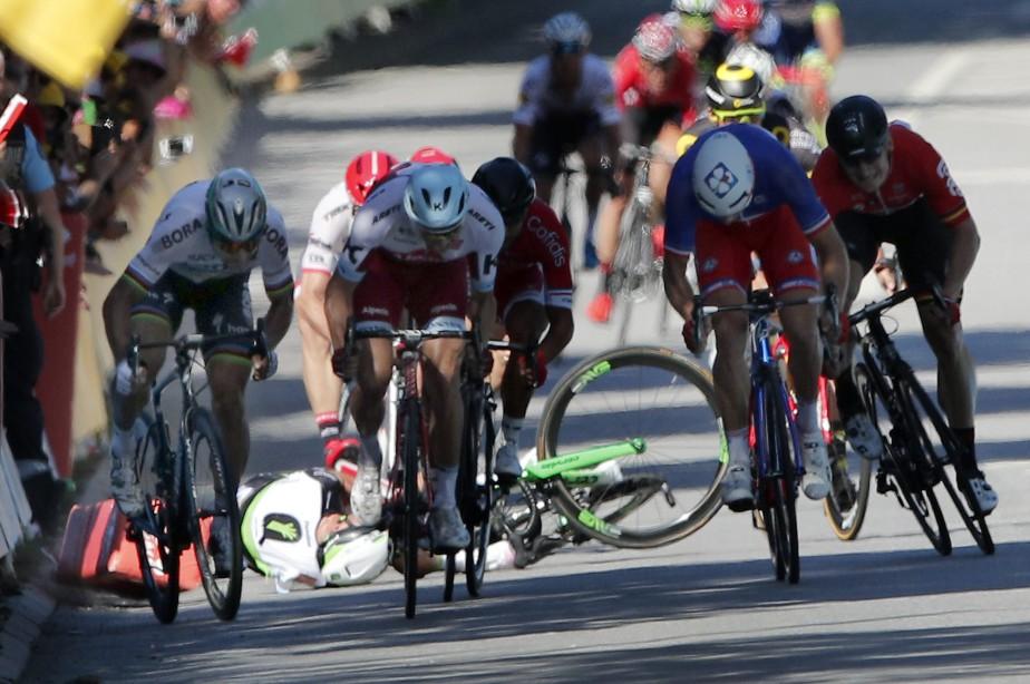 Peter Sagan (à gauche) a été disqualifié du... (Photo Christophe Ena, archives AP)