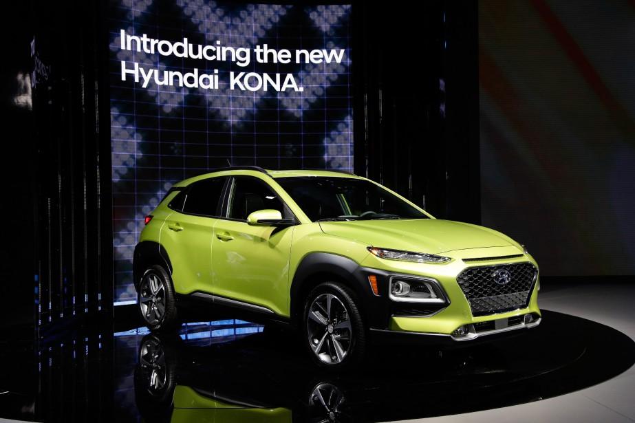 Le Salon de l'auto de Los Angeles, qui se termine dimanche prochain, est un refletfidèle de ce qu'on voit sur les routes des États-Unis, et dans une moindre mesure, du Canada : des VUS pare-choc à pare-choc. Ci haut, leLe Kona, de Hyundai qui sera commercialisé --étonnamment-- sans version à rouage intérgral. (AP)