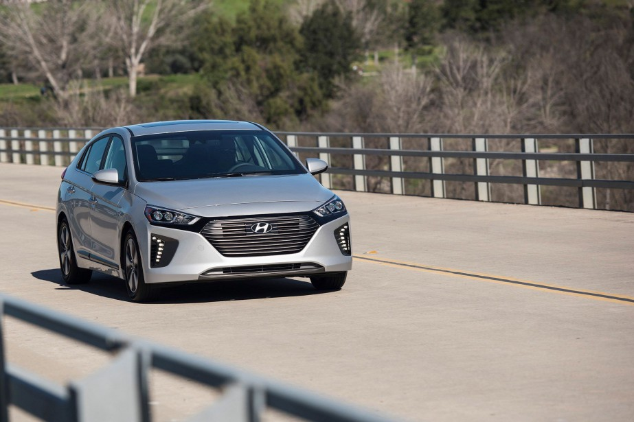La Hyundai Ioniq hybride enfichable 2018 : la Toyota Prius a une concurrente de plus. (Toutes les photos : Hyundai)