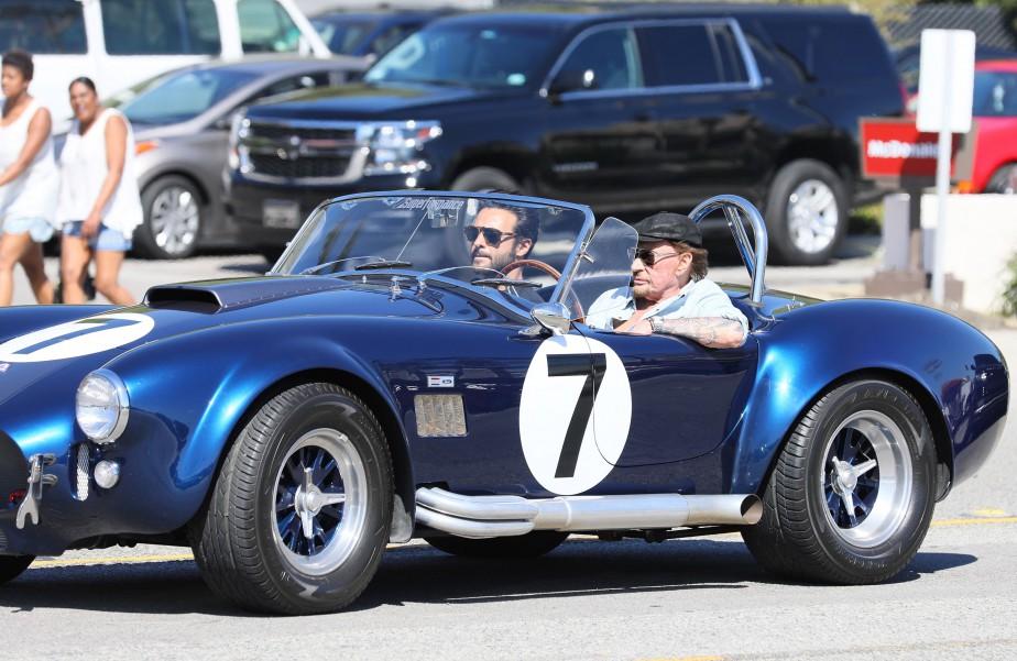 Johnny Hallyday au volant d'une Shelby Cobra en mars dernier à Malibu en Californie. (PHOTO JEAN BAPTISTE LACROIX, AFP)
