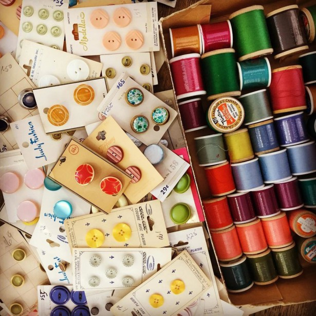 ATELIER DIY BABY Un atelier d'artisanat spécialement pensé pour maman, tous les mercredis, dans un local chaleureux où bébé, poussette et doudou sont les bienvenus. Chaque mois, on apprend une nouvelle technique artisanale (broderie, tricot, etc.) et on fabrique un projet fait à la main pour bébé. Le matériel et les boissons sont inclus. Tous les ateliers sont de niveau débutant. Atelier  DIY Baby , 25 $ par personne pour une saison, La Société Textile | 6 décembre 2017