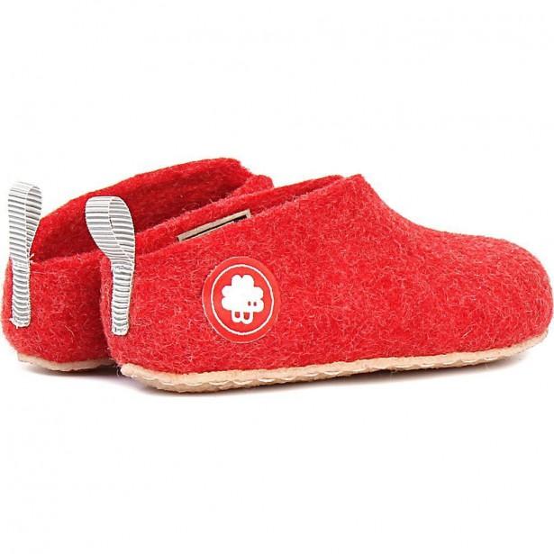 PANTOUFLES DE LAINE   Ces magnifiques pantoufles 100 % laine de Nouvelle-Zélande garderont les pieds de maman bien au chaud. Semelles antidérapantes. Faites à la main au Népal, elles sont offertes dans une grande variété de couleurs et de styles.Pantoufles de laine - Gus rouge, 120 $, Baabuk | 6 décembre 2017