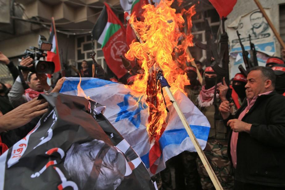 Manifestation anti-Israël et anti-États-Unis, jeudi, à Gaza.... (PHOTO AFP)