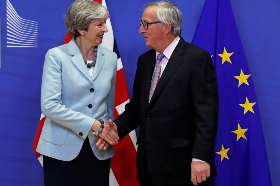 Theresa May, première ministre britannique et Jean-Claude Juncker,... (Photo Reuters)