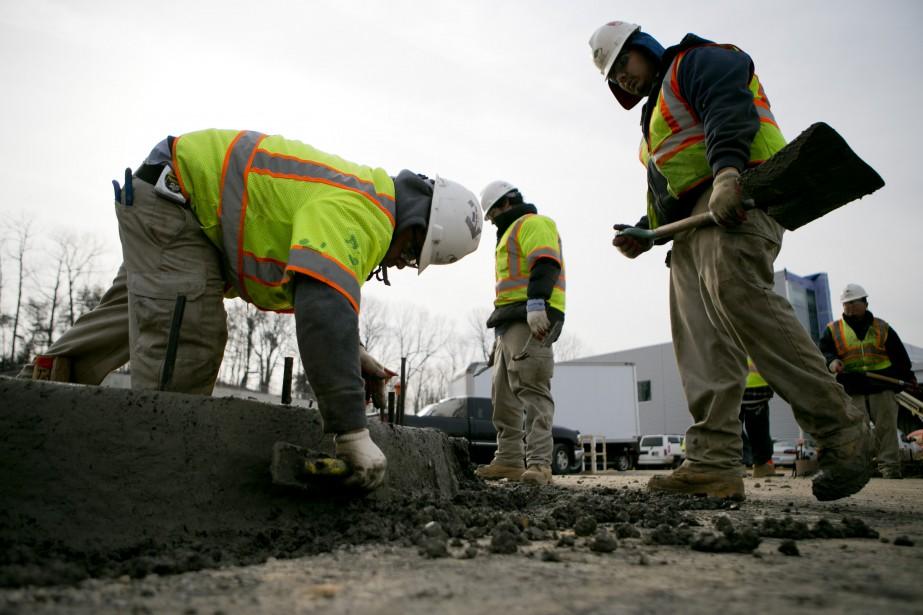 Les nouvelles embauches ont totalisé 228 000 aux... (Photo archives Bloomberg)