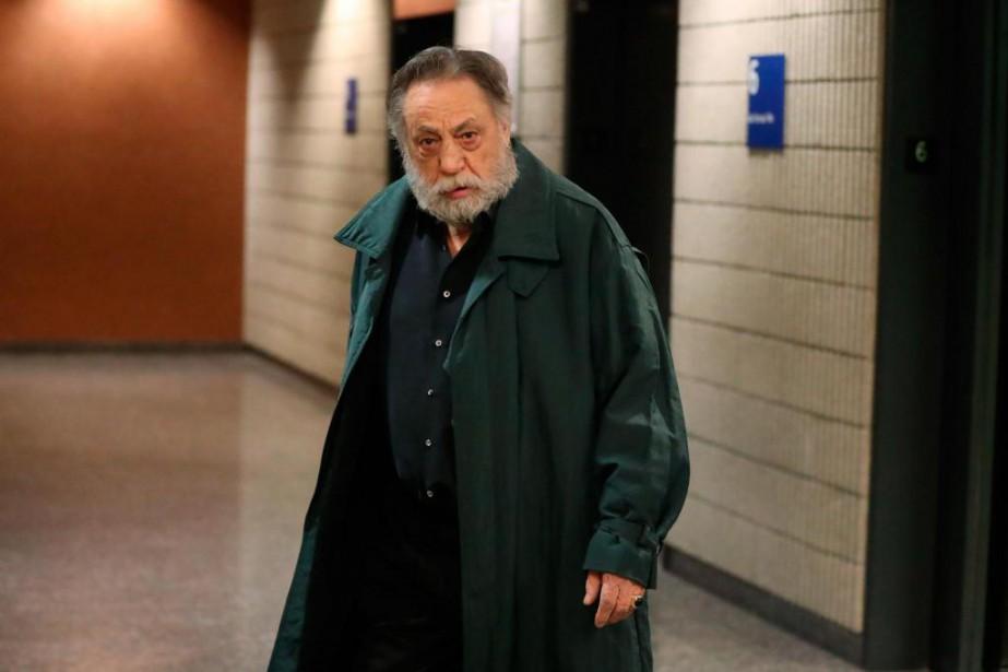 Vêtu d'un long imperméable vert, Luciano Canci, 71ans,... (PHOTO LA PRESSE)