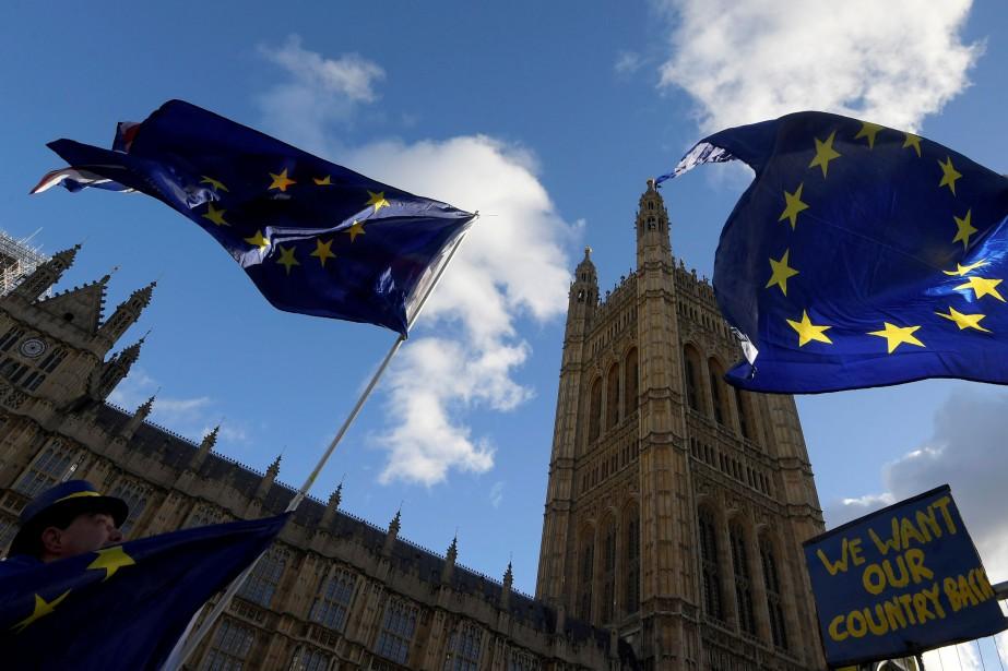 Tant les milieux patronaux que les syndicats britanniques... (Photo Toby Melville, REUTERS)