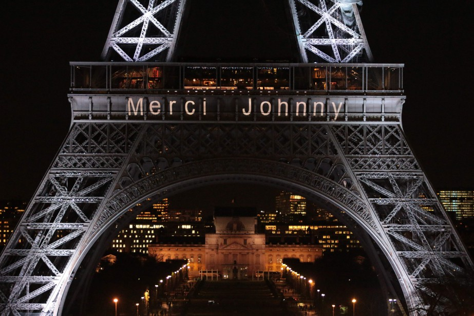 La Tour Eiffel elle-même remercie cette icone française... (AFP)