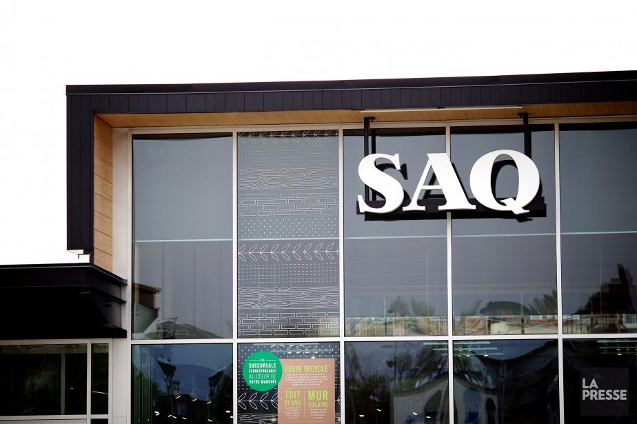 La SAQ vend annuellement quelque 280 millions de... (PHOTO SARAH MONGEAU-BIRKETT, ARCHIVES LA PRESSE)
