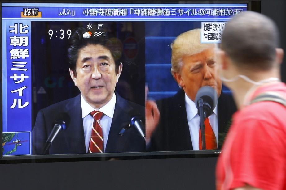 Les dirigeants japonais et américain, de concert avec... (Photo Shizuo Kambayashi, AP)