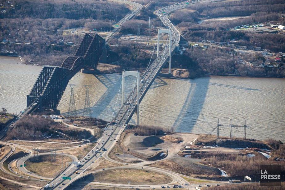 Le pont de Québec et le pont Pierre-Laporte... (Photo Olivier Pontbriand, Archives La Presse)