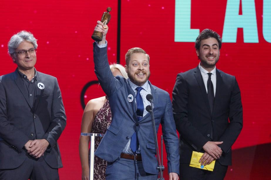 Guillaume Lambert remercie la foule après avoir accepté le prix de la série web humoristique de l'année pour L'Âge adulte . | 10 décembre 2017