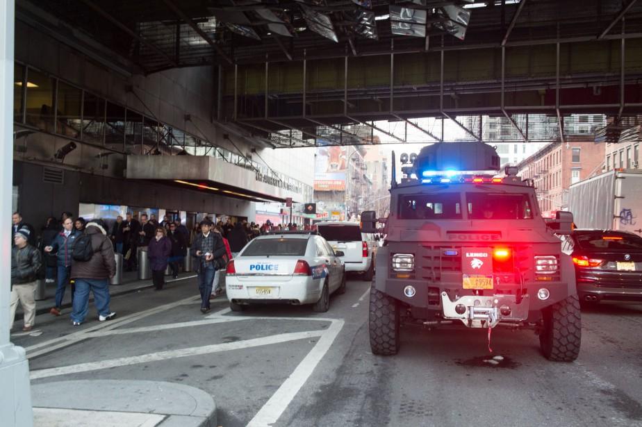 Les policiers sont présents à la gare Port... (Photo Bryan R. Smith, Agence France-Presse)