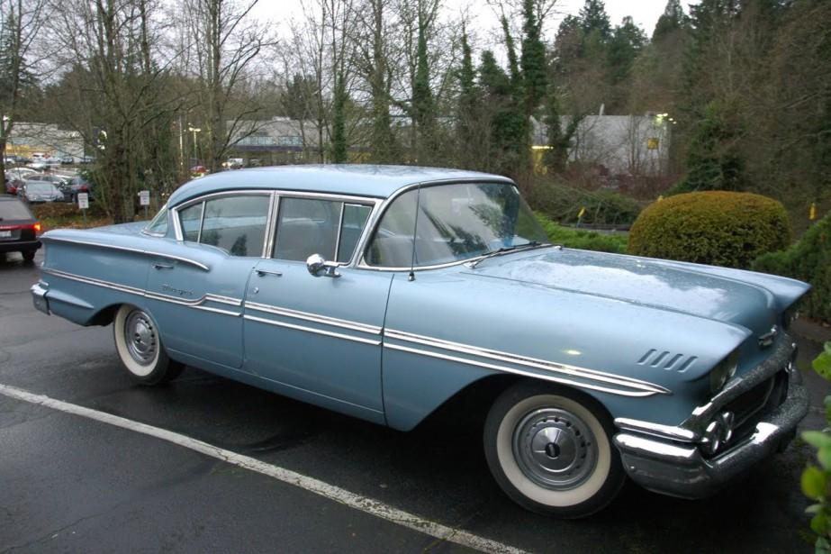 LA VOITURE QUI A MARQUÉ SON ENFANCE - La Chevrolet Biscayne 1958 bleue de son père. | 11 décembre 2017