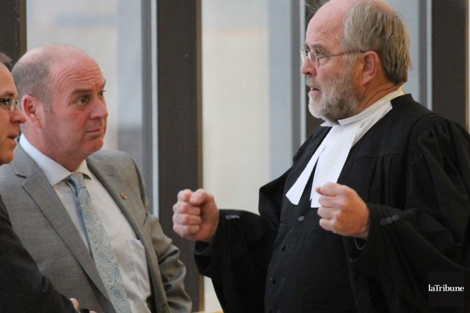 Thomas Harding et l'avocat Me Thomas Walsh... (Photo René-Charles Quirion, La Tribune)