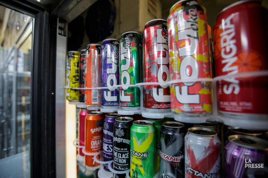 La boisson Four Loko était encore offerte hier... (PHOTO OLIVIER JEAN, LA PRESSE)