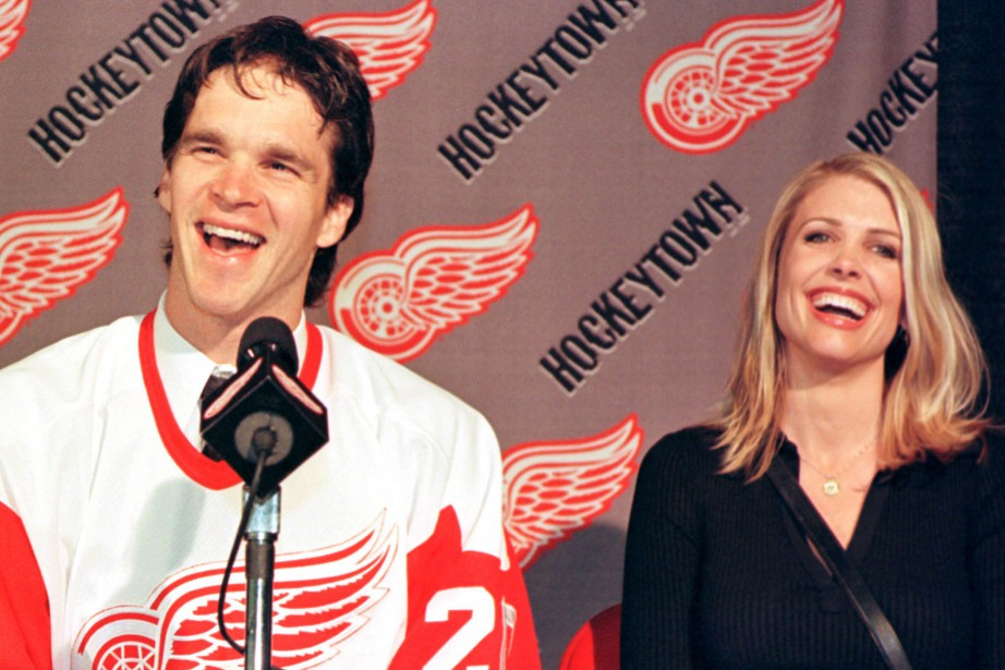 Luc Robitaille et sa femme Stacia en 2001.... (Photo John C. Hillery, archives Reuters)