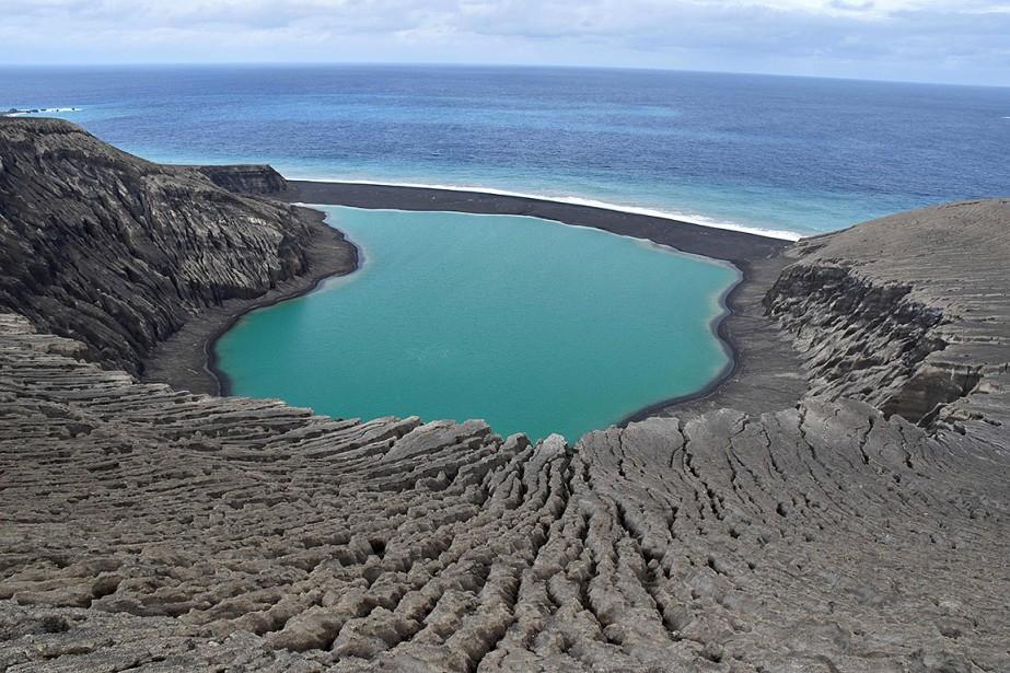 L'île qui mesurait initialement un kilomètre de large... (NASA)