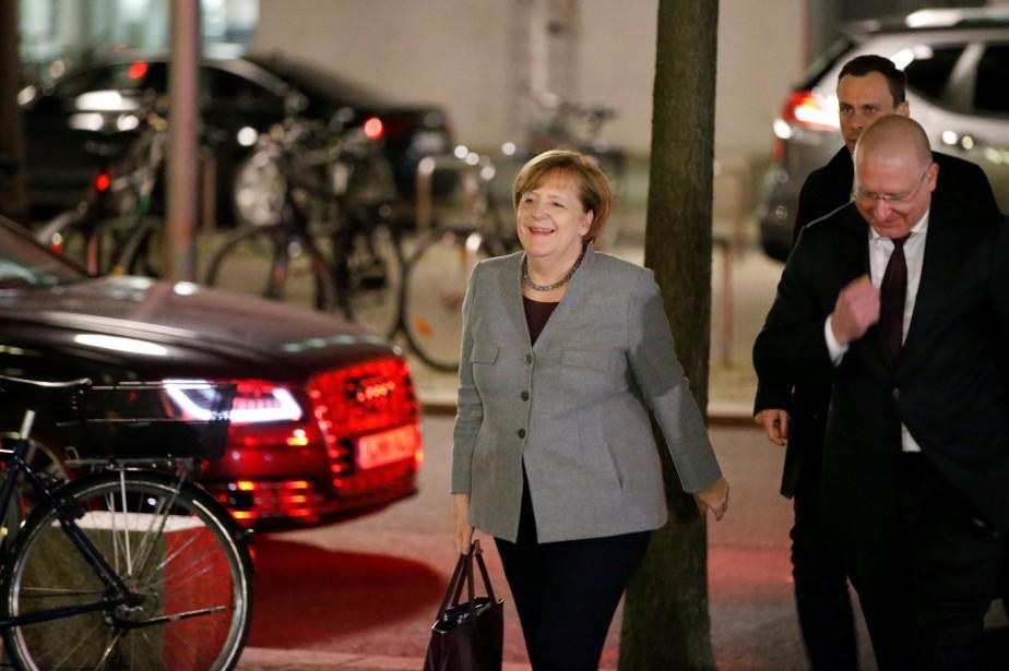 Angela Merkel à son arrivée auParlement allemand, mercredi... (PHOTO REUTERS)