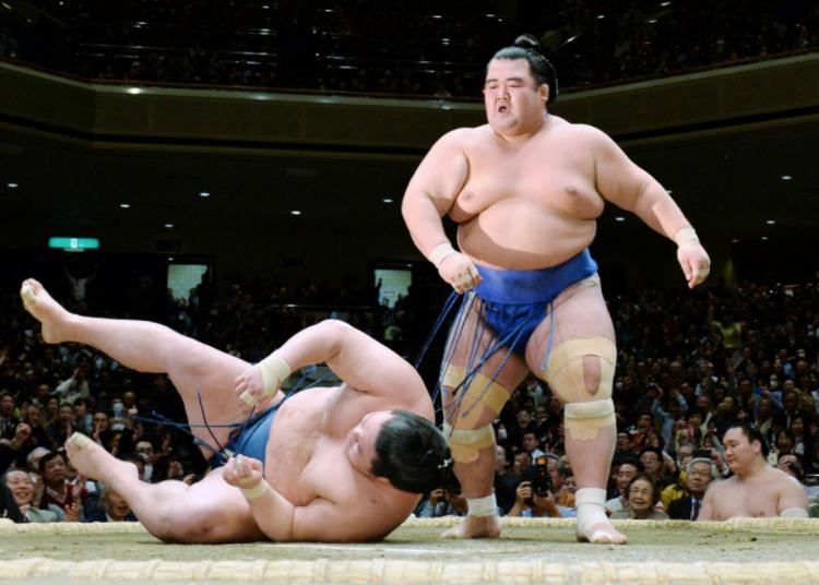 <strong>96 lutteurs sumo -</strong>Voilà une des charges que vous pourriez mettre dans la remorque derrière votre Super Duty. Le champion Kotoshōgiku Kazuhiro pesait 180 kg lors de son triomphe l'an dernier, mais le lutteur sumo moyen dans la catégorie supérieure pèse autour de 160 kg. ()