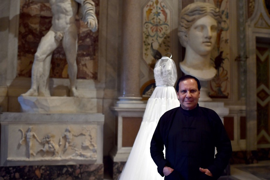 Le couturier franco-tunisien Azzedine Alaïa en octobre 2015.... (PHOTO ARCHIVES AFP)