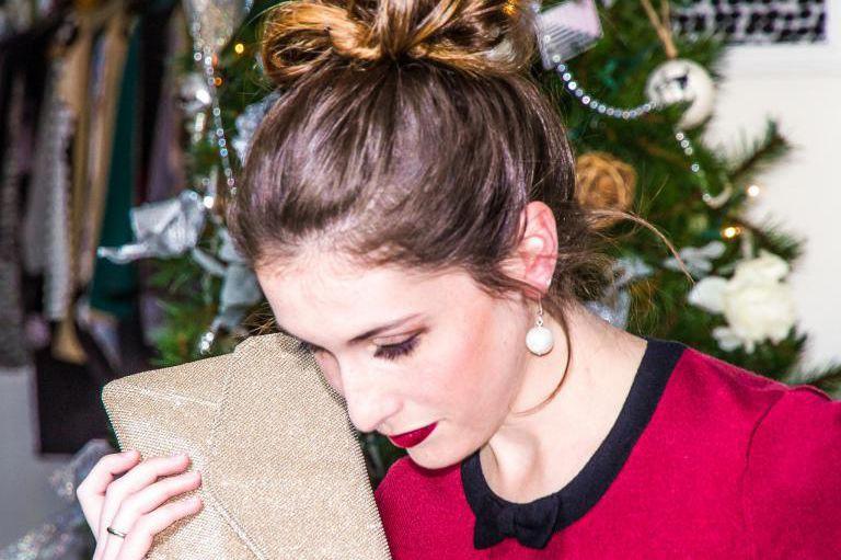 Des accessoires habillés, une jolie coiffure et un... (PHOTO FOURNIE PAR LA SUITE 100% LOVE)