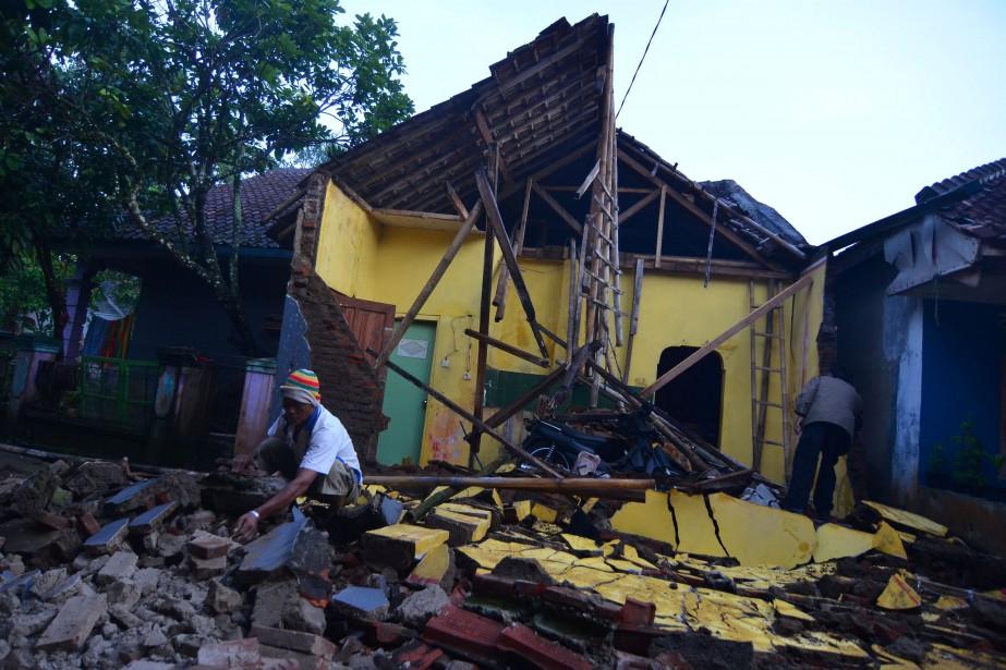 Au moins une centaine de maisons ont été... (Photo Adeng Bustomi, REUTERS)