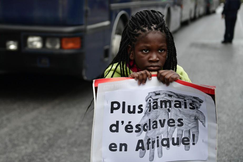 Des manifestations ont lieu partout à travers le... (archives AFP)