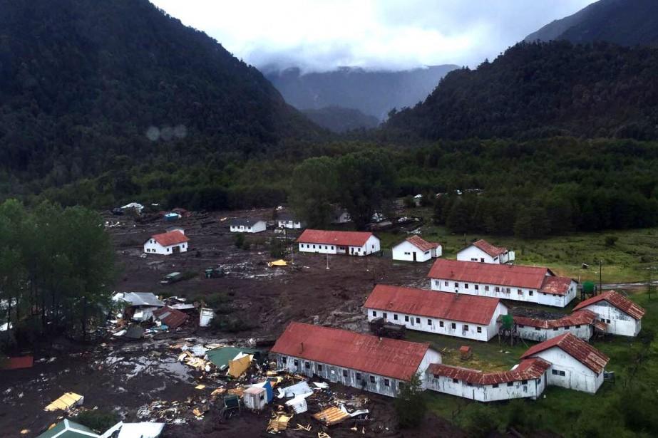 Une vingtaine de maisons au total ont été... (PHOTO AFP/RESCATE CHAITEN)