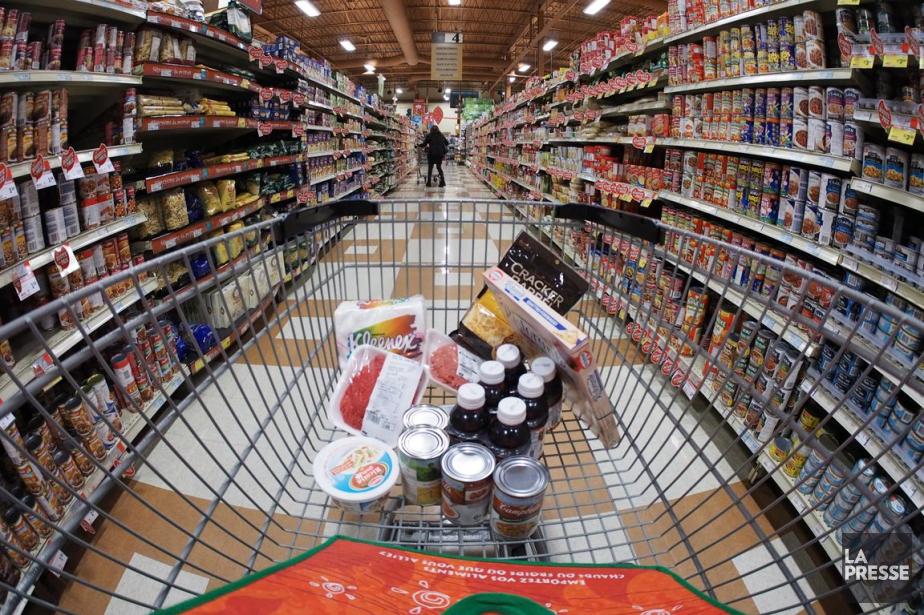 Les épiceries canadiennes ont profité du retrait de la... (Photo d'archives)