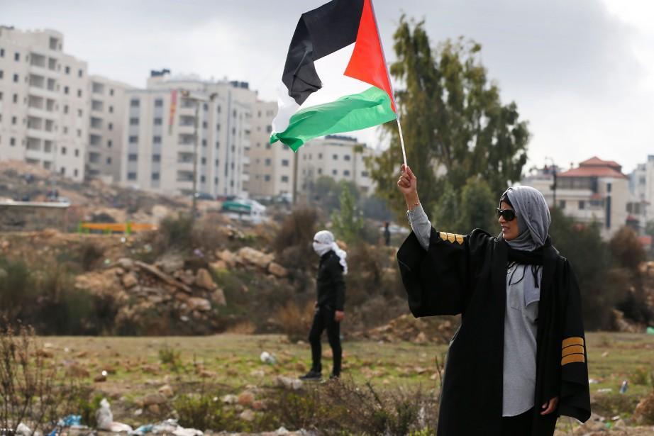 Une avocate palestinienne démontre son soutien à son... (Photo ABBAS MOMANI, AFP)
