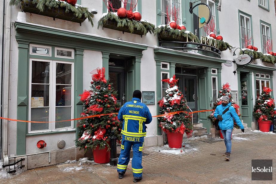Les pompiers ont dû pratiquer des ouvertures dans... (Patrice Laroche, Le Soleil)