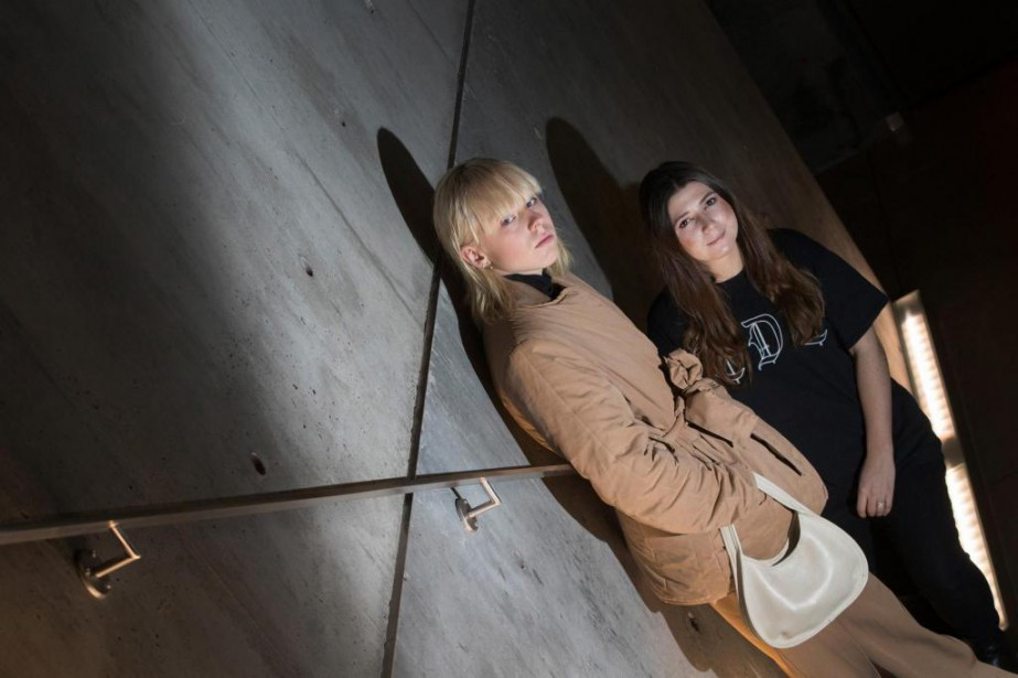 L'éditrice norvégienne Elise By Olsen en compagnie d'Estelle... (PHOTO IVANOH DEMERS, LA PRESSE)