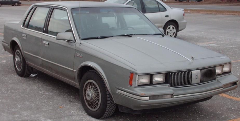 Sa première voiture - Une très carrée et très énergivore Oldsmobile 1985, achetée à son père. | 18 décembre 2017