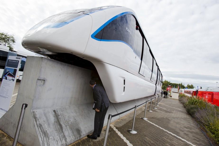 Un Bombardier Innovia Monorail 300 exposé lors d'un... (ARCHIVES REUTERS)