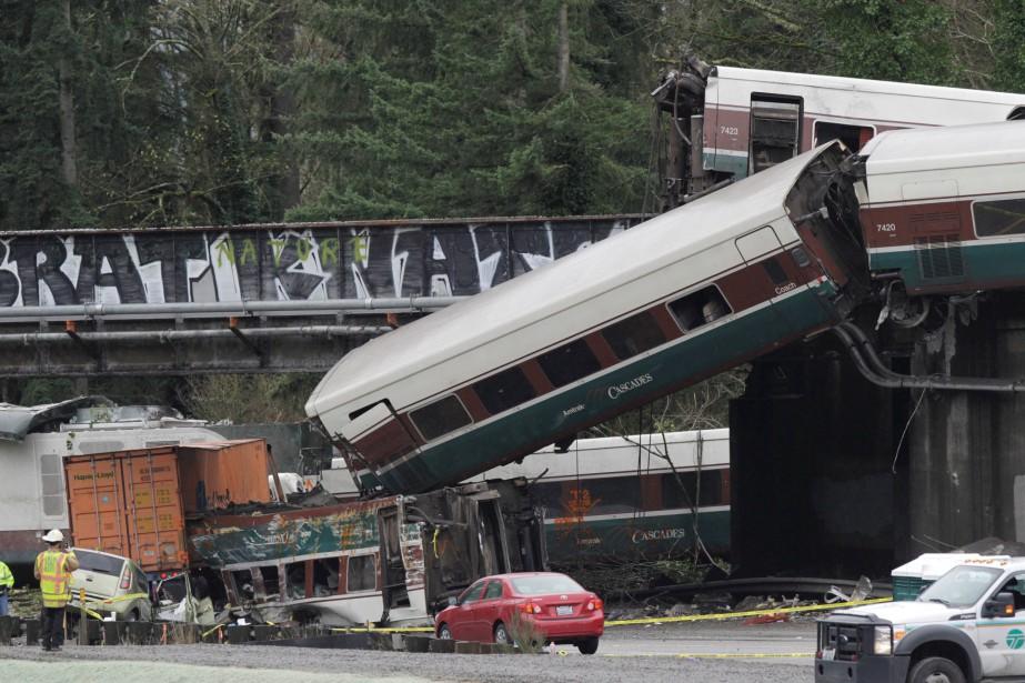 Les enquêteurs de l'autorité fédérale des transports ont... (REUTERS)