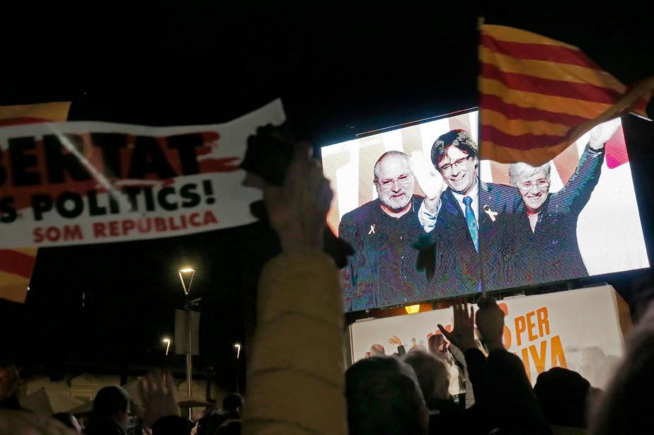 En vidéo, Carles Puigdemont a adressé depuis Bruxelles... (PHOTO AFP)