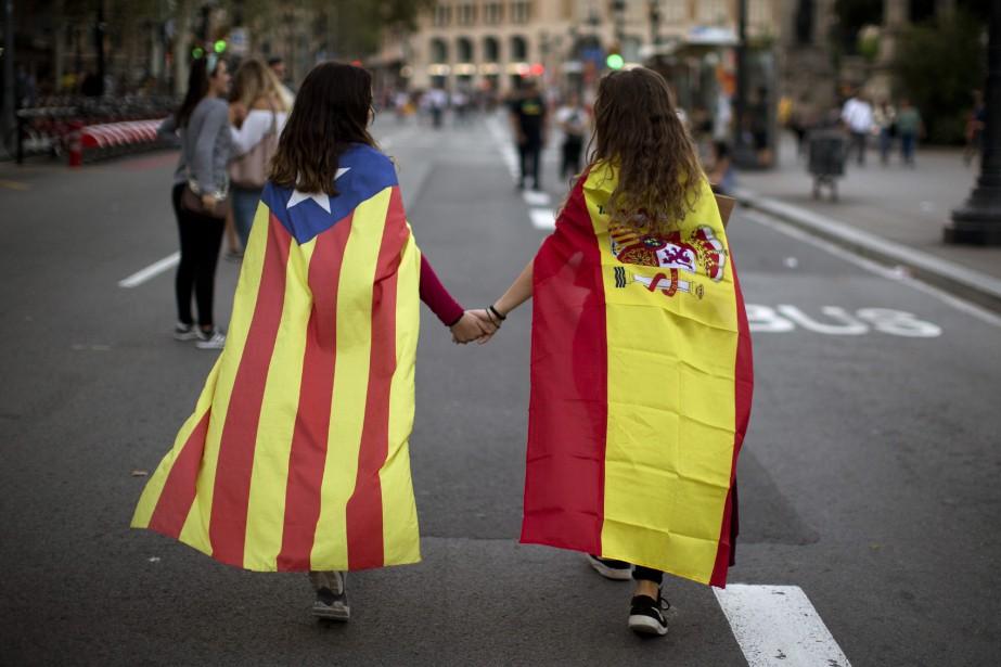 Les derniers sondages montrent que les Catalans sont... (AP)