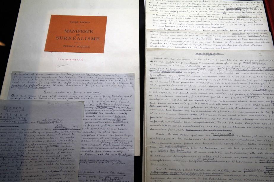 Le manuscrit de Manifeste du surréalisme d'André Breton... (Photo AP)