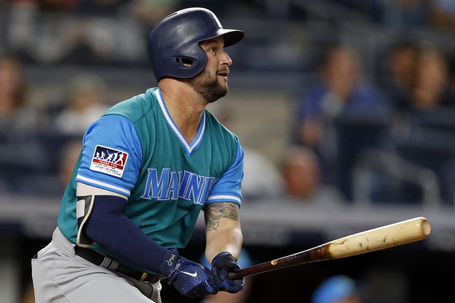 Yonder Alonso... (Photo Adam Hunger, USA Today Sports)