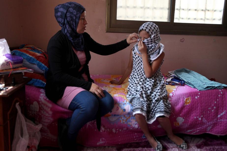 Nariman Tamimi et sa fille Ahed, en 2012.... (Photo Abbas Momani, archives Agence France-Presse)