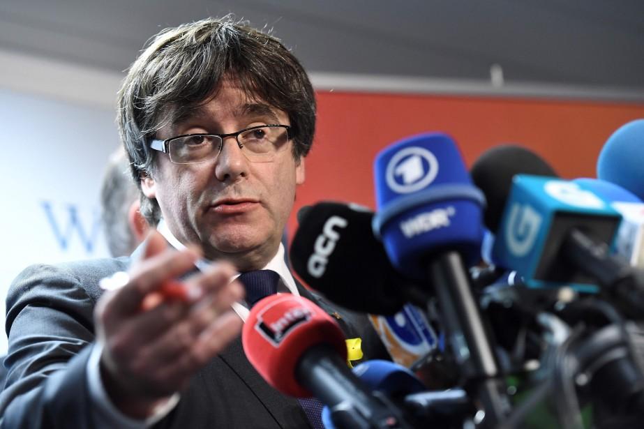 Depuis Bruxelles, l'exilé président catalan Carles Puigdemont a... (photo EMMANUEL DUNAND, AFP)