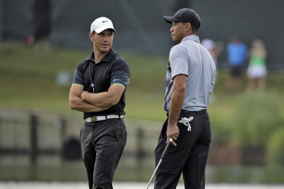 Tiger Woods et son entraîneur Chris Como... (Photo Chris O'Meara, archives AP)